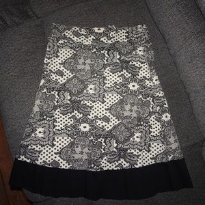 Small Cream and Black Lacey Design Skirt